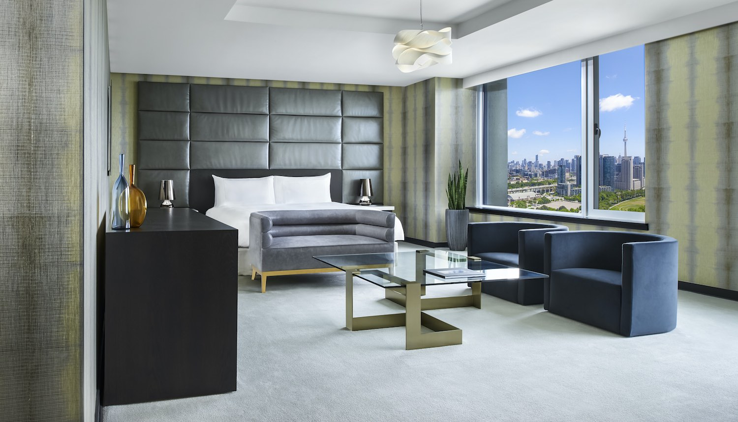 Hotel x deluxe room with view over Toronto Skyline