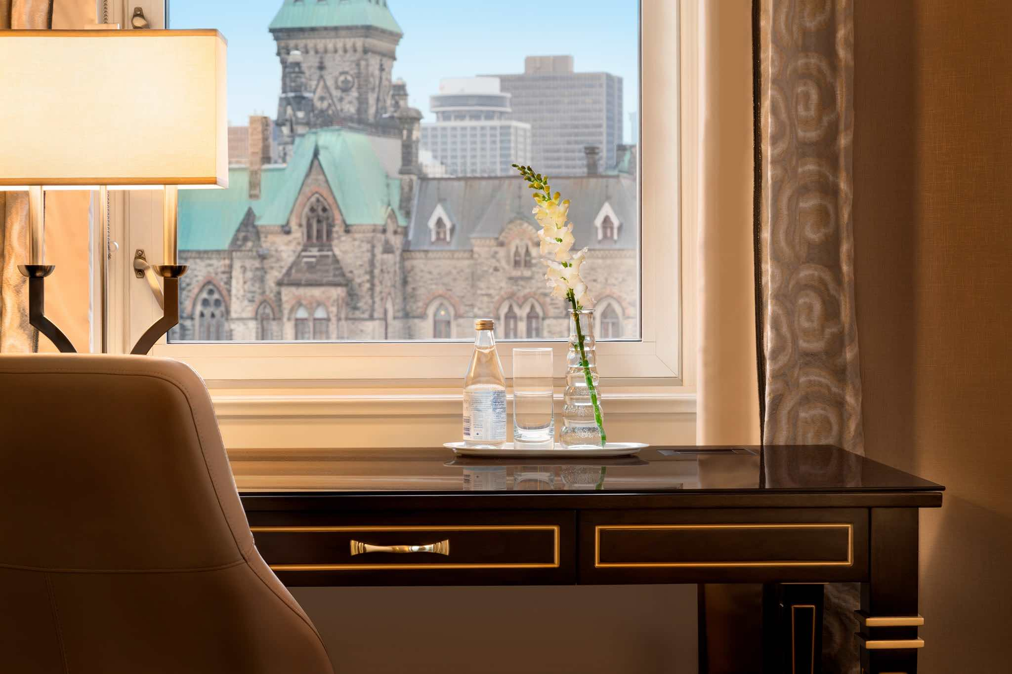 MFI - Fairmont Château Laurier luxury hotels in ontario work desk with city view